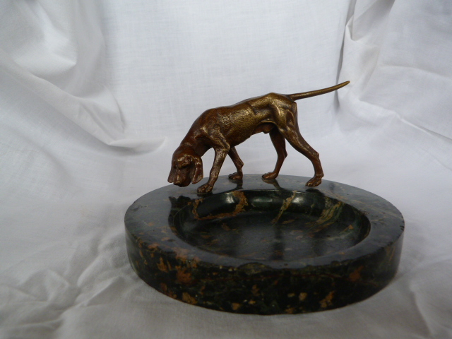 bronze hunting dog on marble base chien de chasse